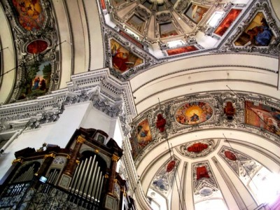 Cathedral ceiling& organ - L